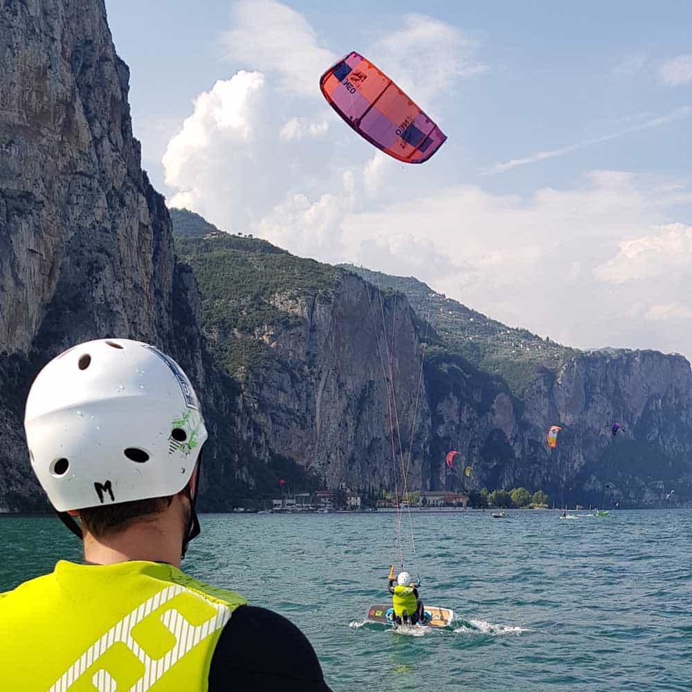 Easykite-2-instructor-water-kite