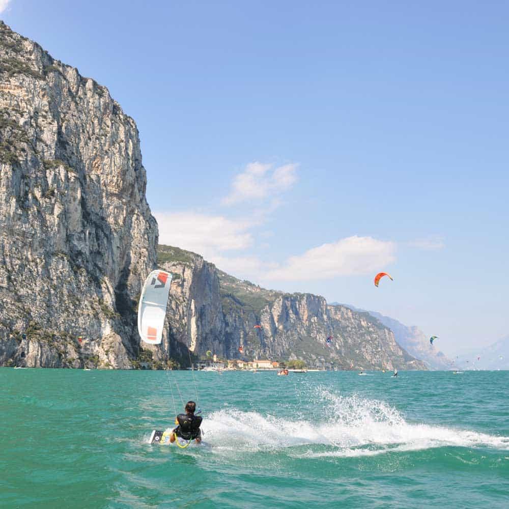 Easykite-3-instructor-kite-mountains