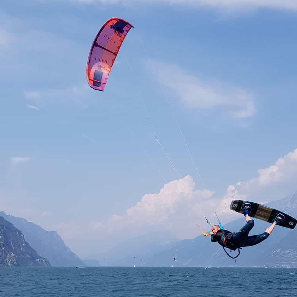 Easykite-4-board-jump-man
